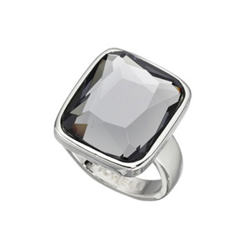 Stor ring med grå sten